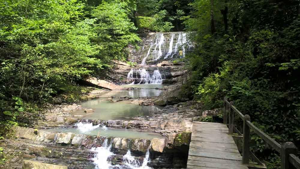 водопад в змейка